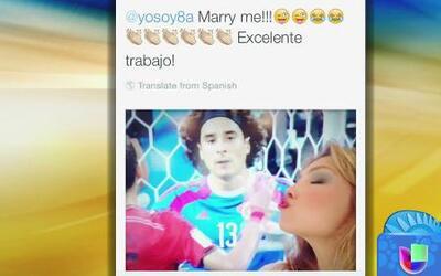 ¡Qué emoción! Thalía es la fan número uno de Memo Ochoa y le pidió que s...