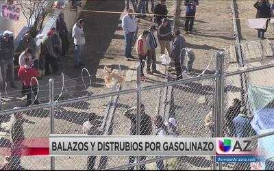Desalojan a manifestantes de la frontera en Nogales