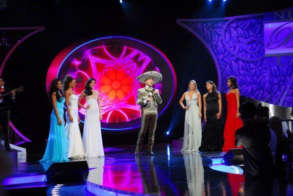 En este programa estuvo presente Cristian Castro, cantándole con...