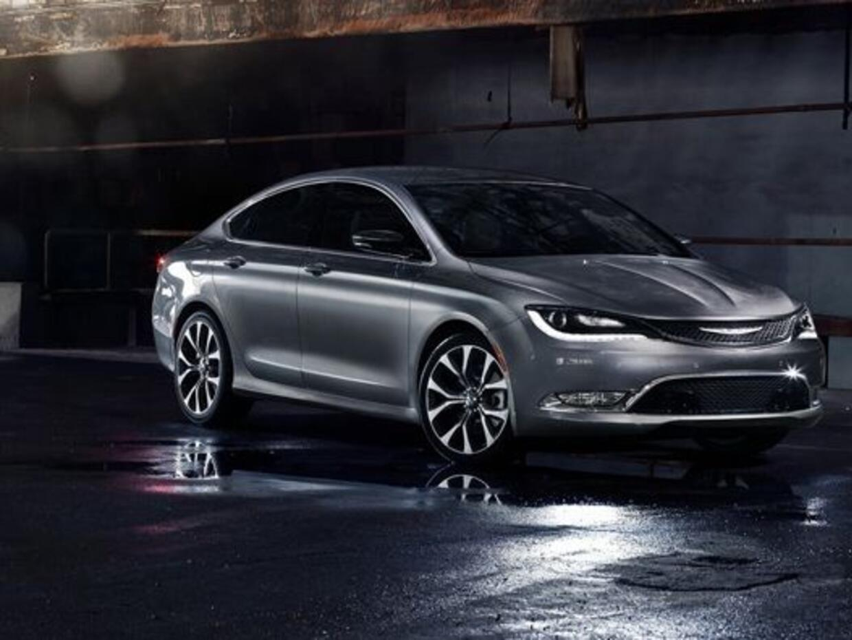 El nuevo Chrysler 200 cuenta con un elegante diseño exterior que...