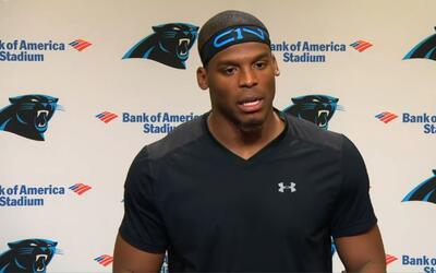 Cam Newton en conferencia de prensa en las instalaciones de Carolina.