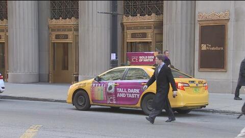 Demandan a la municipalidad de Chicago por no dejar poner anuncios en ta...