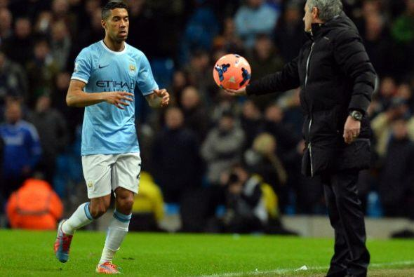 Hasta gestos de amabilidad se le vieron a Mourinho.