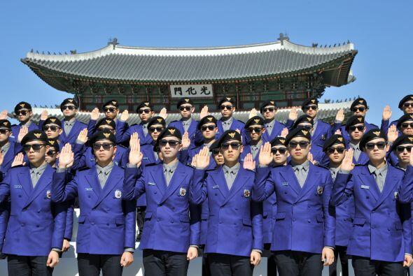Durante el evento de la policía, un grupo de esta nueva fuerza especial...