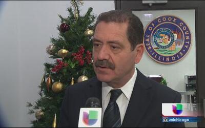 Chuy García quiere que residentes elijan junta educativa en Chicago