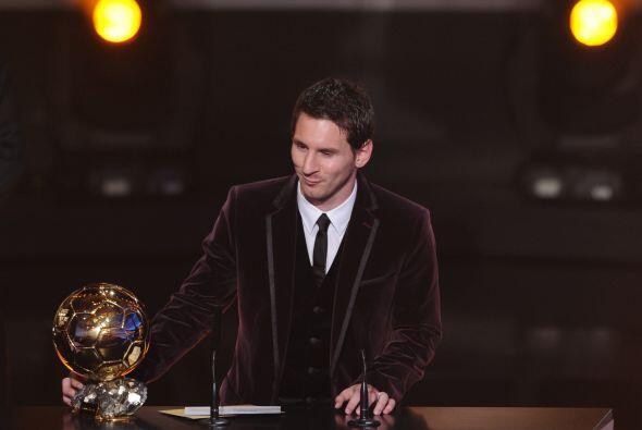 El futbolista mostró humildad y compartió su premio con Xavi, uno de los...