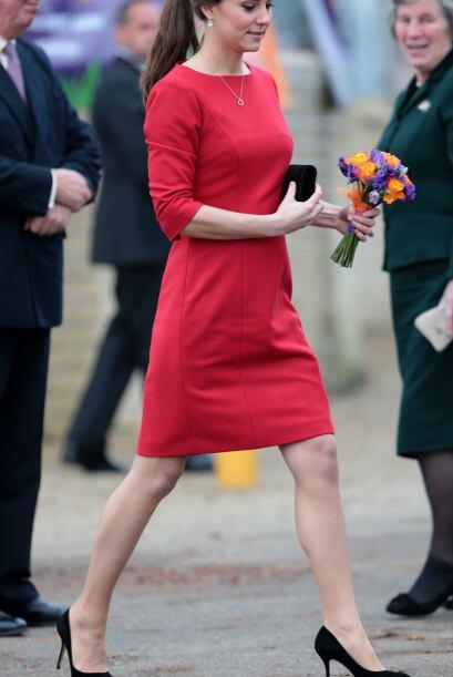Para esta presentación, la Duquesa de Cambridge apostó por un vestido de...