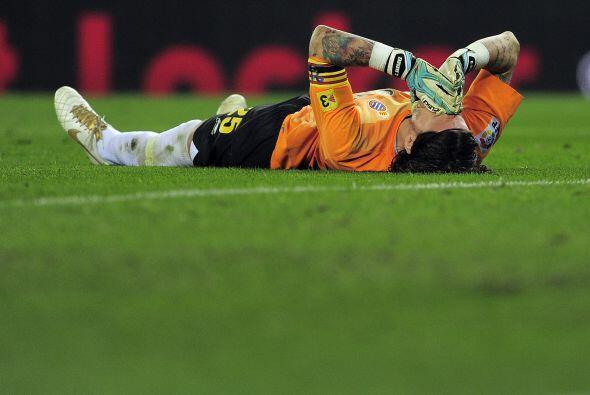 El portero Cristian Alvarez se lesionó en una acción desaf...