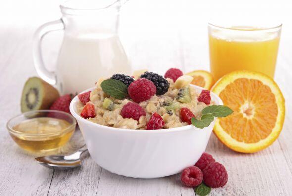 Los expertos recomiendan llevar una dieta saludable y rica en fibra.