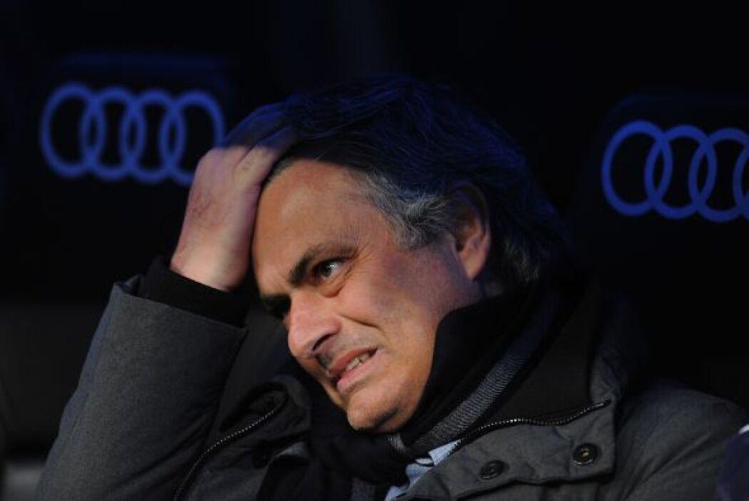 Mourinho comenzó a perder los nervios en el banquillo.