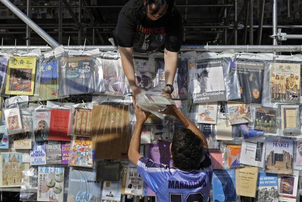 Los libros de esta singular 'Torre de Babel' fueron donados por embajada...