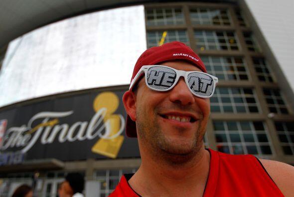 Afuera de la arena la afición del Heat estaba confiada de que log...