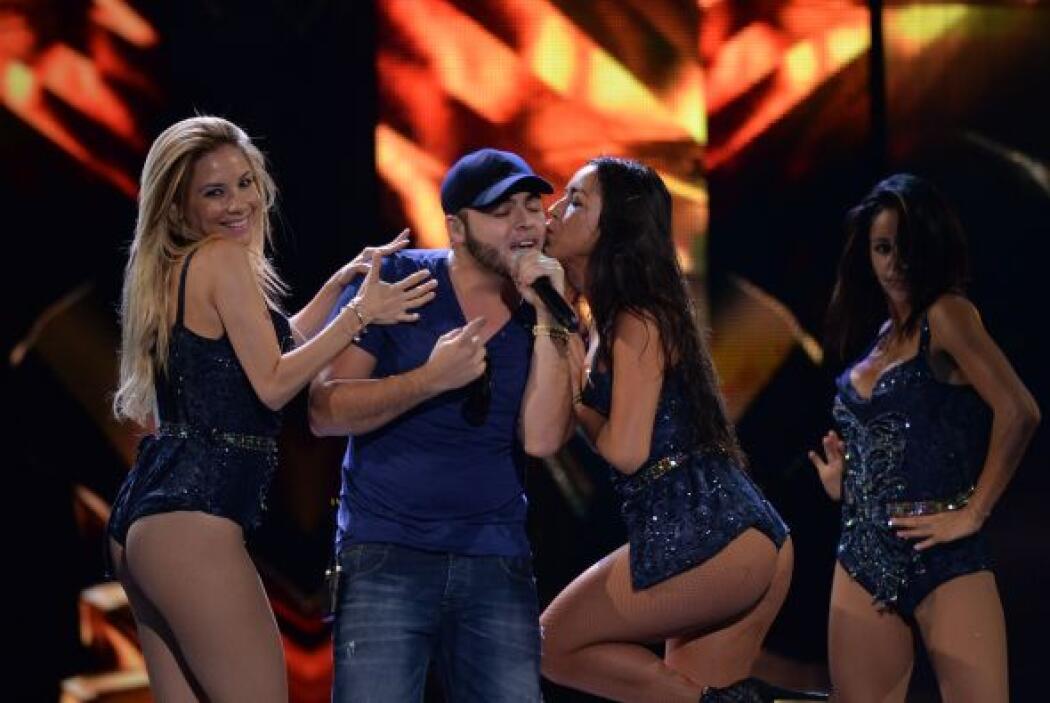 ¡Bendito entre las mujeres! Gerardo Ortiz se puso a ensayar con sus bail...