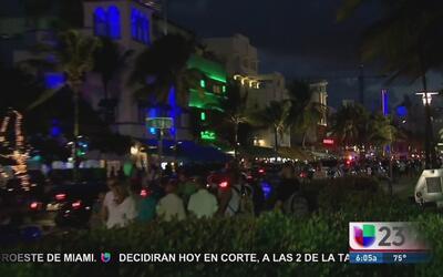 Las autoridades de Florida refuerzan la seguridad ante la llegada de mil...