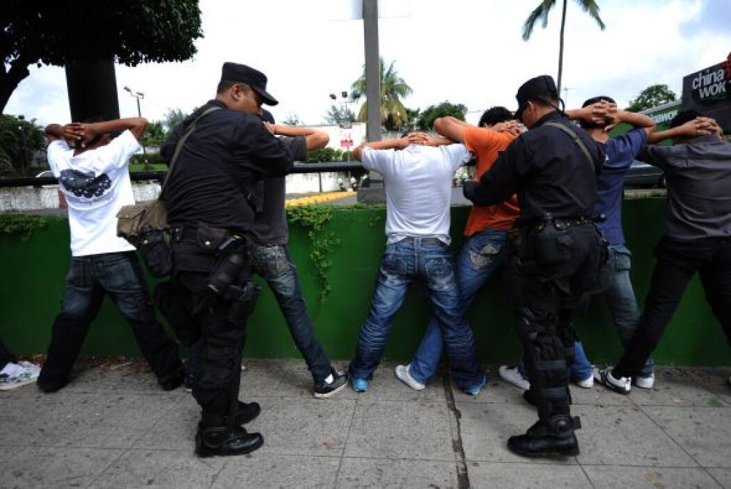 En Venezuela se hacen ofrendas a los santos de la 'Corte malandra' como...