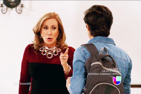 ¡Cuidado Pablo! Tu mamá ya te advirtió que no te quiere cerca de Esmeralda.