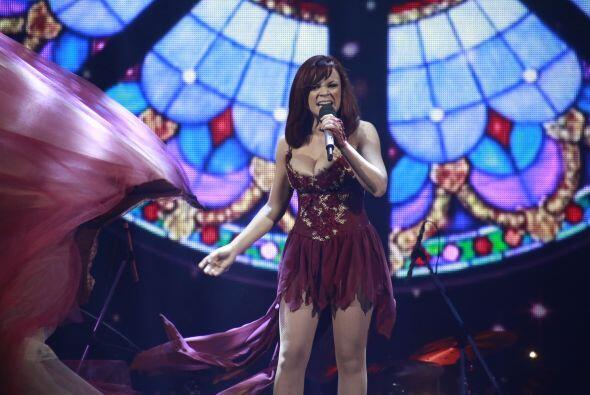 Ana Cristina se deshizo de su falda y dio otra gran interpretación.