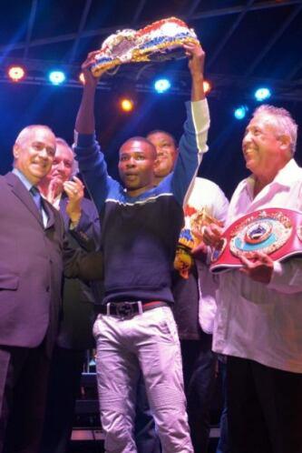 Guillermo Rigondeaux recibió el cinturón de campeón súper gallo de la re...