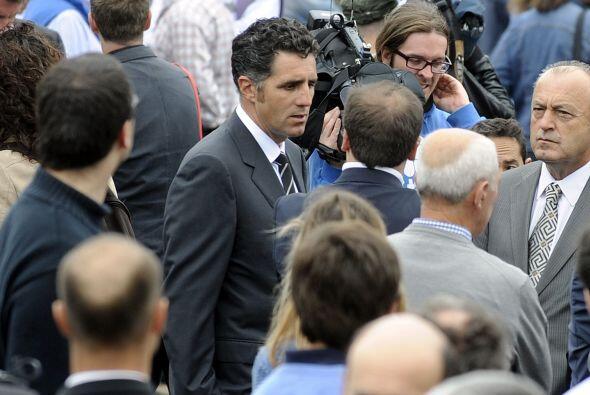 El ex ciclista Miguel Indurain acompañó a la familia durante la procesión.