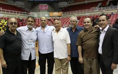 La orquesta La Selecta, amigos, familiares y la comunidad que lo vio nac...