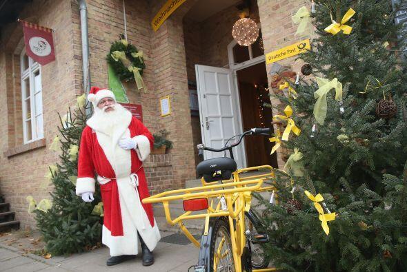 Deutsche Post, es la oficina de correos donde el equipo de Santa Claus q...