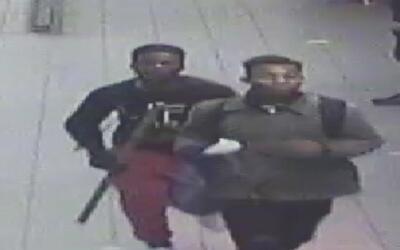 Revelan nuevas imágenes de los sospechosos de agredir al director del te...