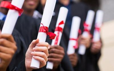Escuelas de Chicago rompen récord de graduación
