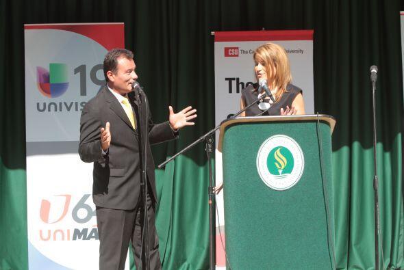 Viviana Páez y Jairo Diaz Pedraza animando el evento