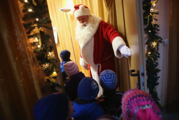 Muchos de los niños no esperan estar de frente a Santa Claus, por eso su...