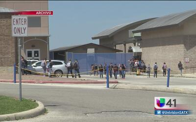 Autoridades arrestan a dos estudiantes en La Vernia por presunto asalto...