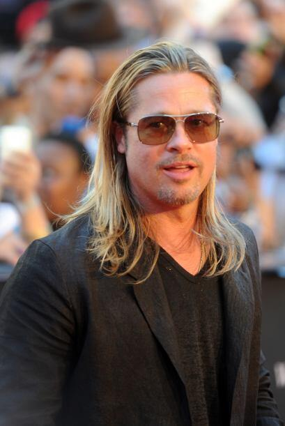 Brad Pitt es otro famoso ambidiestro. Mira aquí lo último en chismes.