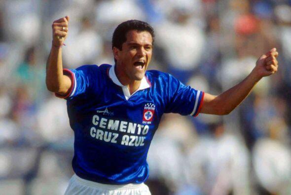 El delantero mexicano dejó alegrías y goles para los aficionados celeste...