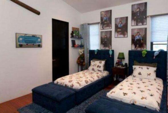 Una de las habitaciones está acondicionada para sus dos hijos varones: M...
