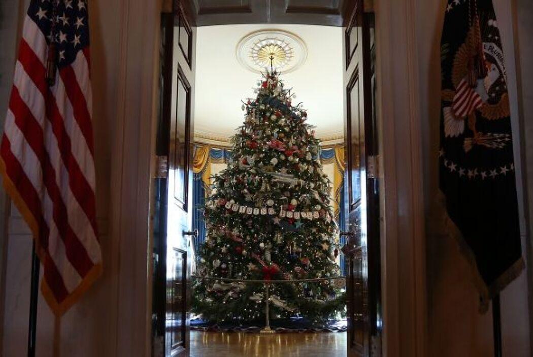 El árbol oficial ya está instalado en la sala azul (Blue Room) de la Cas...