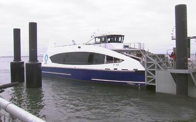 Nuevo servicio de ferry entre Queens y Manhattan tendrá comida, bebida y...
