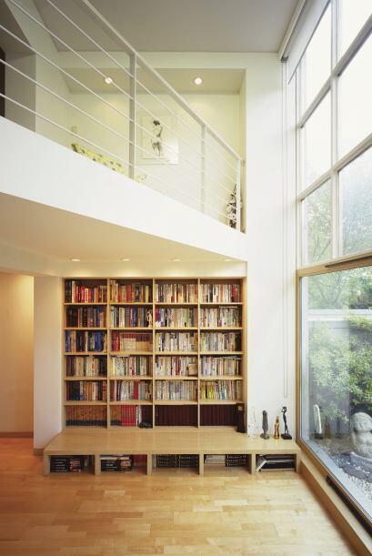 Todo espacio es útil. Los muebles a la medida son un buen recurso...
