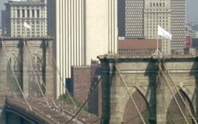 El misterio de las banderas blancas en el puente de Brooklyn