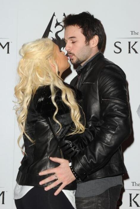 Christina Aguilera y Matthew Rutler esperan bebé.  Aquí los videos más c...