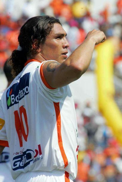 El paraguayo Salvador Cabañas, con Jaguares, se quedó con el trofeo de g...