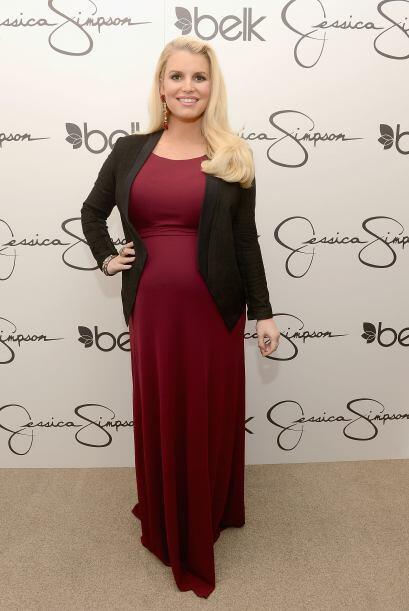 Para lucir hermosamente embarazada, Jessica Simpson usó un 'maxi...