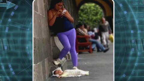#LadyWiFi dejó a su bebé en el suelo para poder utilizar su teléfono