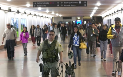 El sherif del condado de Los Angeles, en el operativo por Thanksgiving.