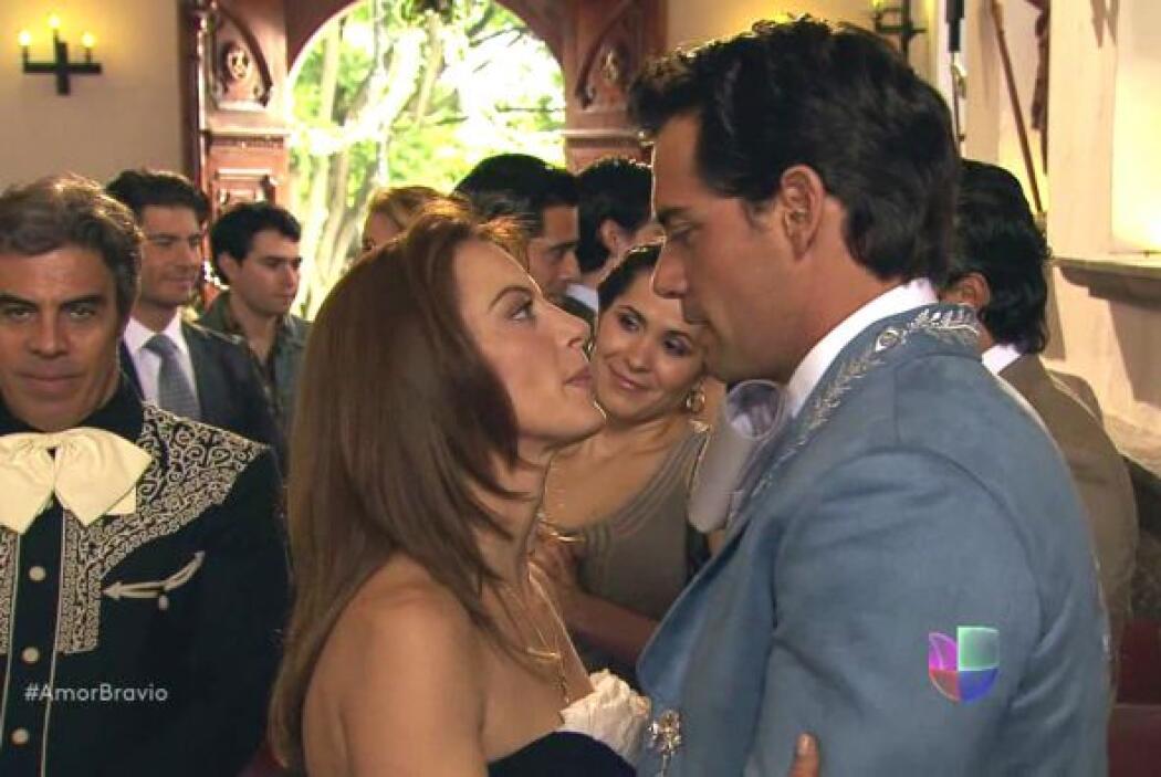 Camila y Daniel se encontraban muy felices por sus amigos, pero morían d...