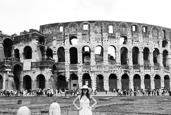 Frente al Coliseo Romano en Roma.