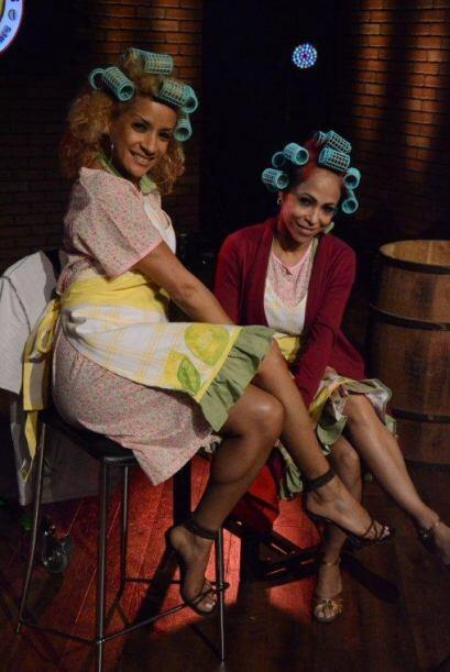 Como es costumbre de Doña Florinda, estas dos posaron ante las cámaras m...