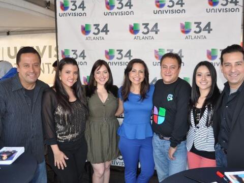 El talentoso elenco de periodistas de Univision Atlanta festejó j...