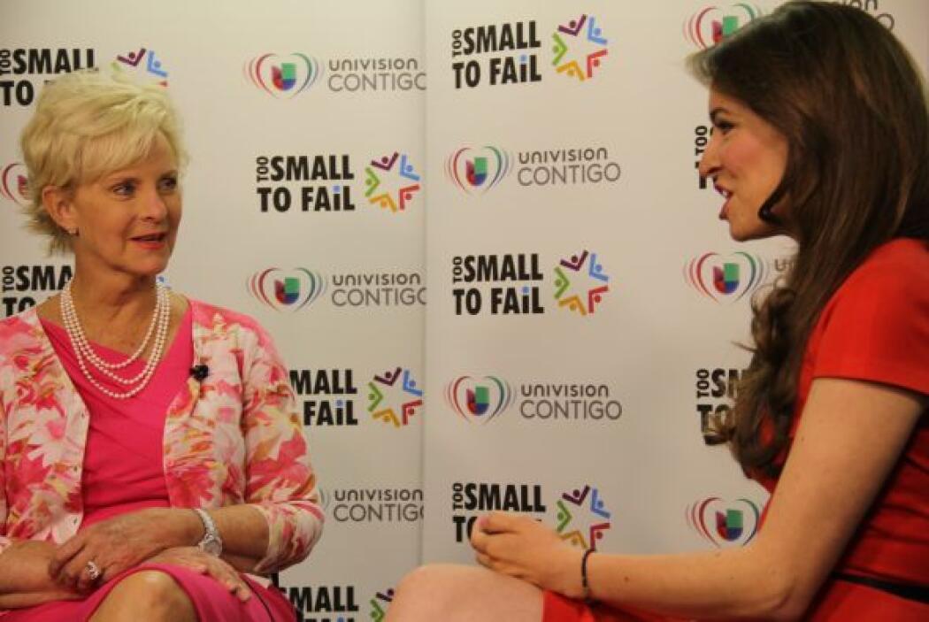 Antes de comenzar el evento, la Sra. McCain y nuestra presentadora Heidi...