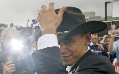 Barack Obama usando en 2007 una tejana en Austin, Texas.