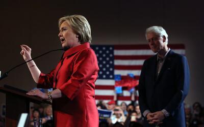 La candidata presidencial demócrata, Hillary Clinton en un evento...