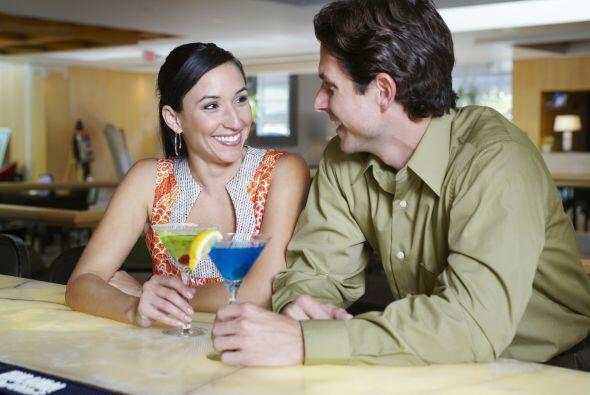 Brinda con tu pareja o con tus amigos por el amor. ¡Salud!  Con es...